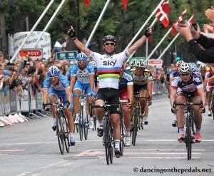 Cav Wins (Photo: dancingonthepedals.net)