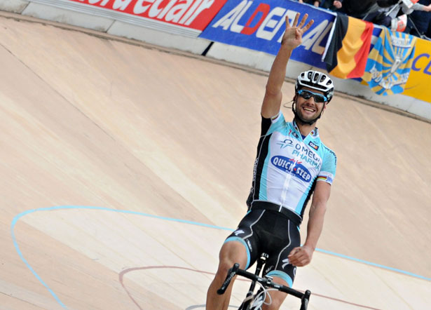 Tom Boonen solo's to victory at Paris-Roubaix 2012