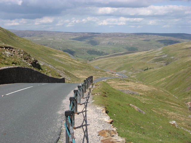 Buttertubs Pass (Photo: geograph.co.uk)
