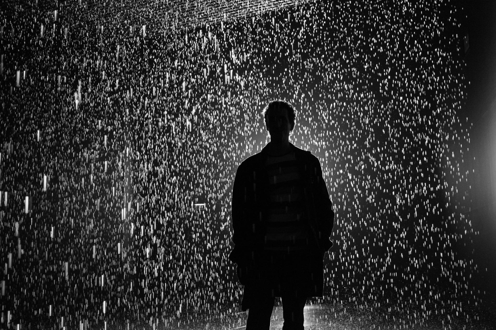 несколько лет картинка человек под дождем где взять
