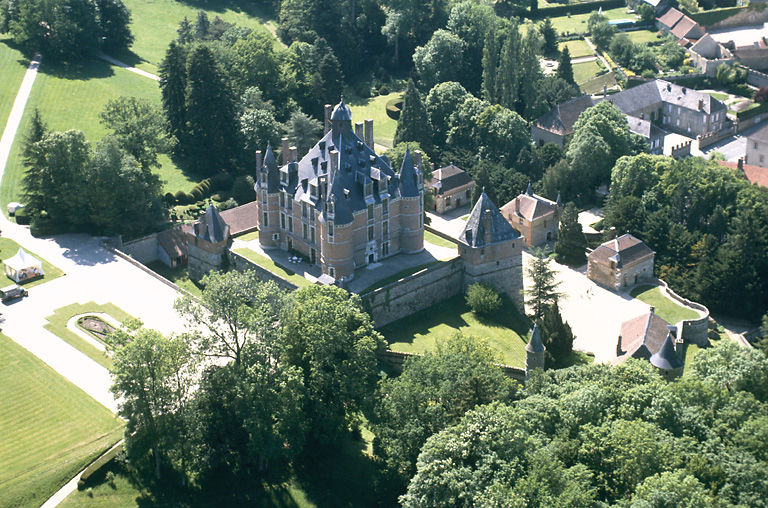 Chateau de Montmort - awaiting an informative historical commentary from Paul Sherwin (Photo: Jonkeer - Wikimedia Creative Commons)
