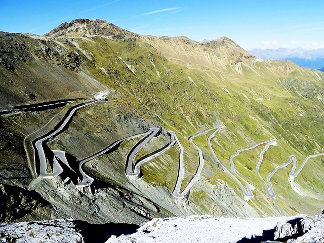Passo dello Stelvio - beats working for a living? (Photo: xuuxuu via pixabay.com)