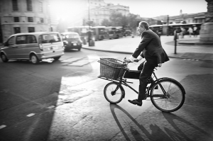 Be-suited bike rider (Image: photo by Noboyuki Taguchi)