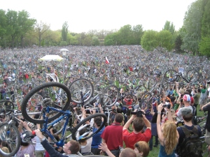 Critical Mass in Budapest (Image: via Wikimedia cc)