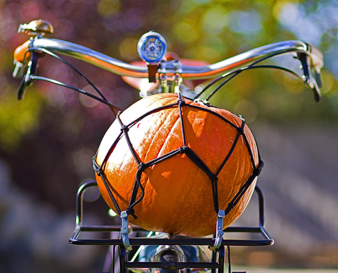 Pumpkin on a Bike (Image: ecovelo.info)