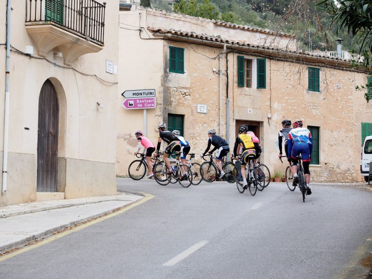 cycling-races-1117409_1920