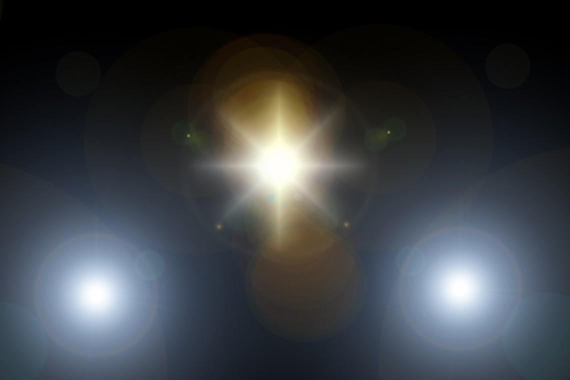 lens_flare_light_rays_spotlight_reflection_texture_background_bright-1196600