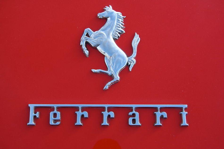 1024px-Ferrari_motif_-_Flickr_-_exfordy