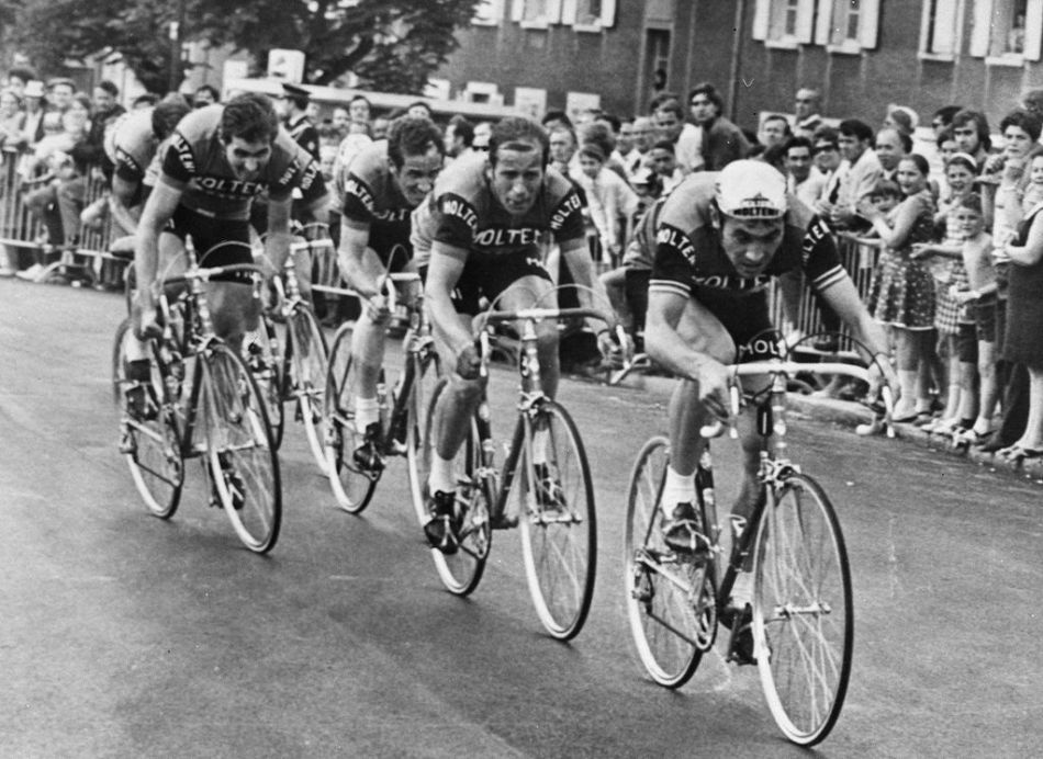 Molteni,_Team_time_trial_prologue,_1971_Tour_de_France