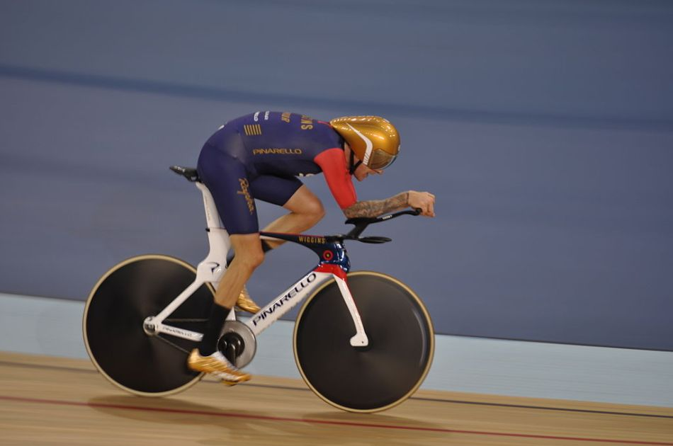 1024px-Bradley_Wiggins_Hour_Record